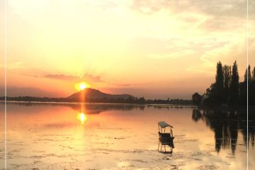 dal lake kashmir in winter